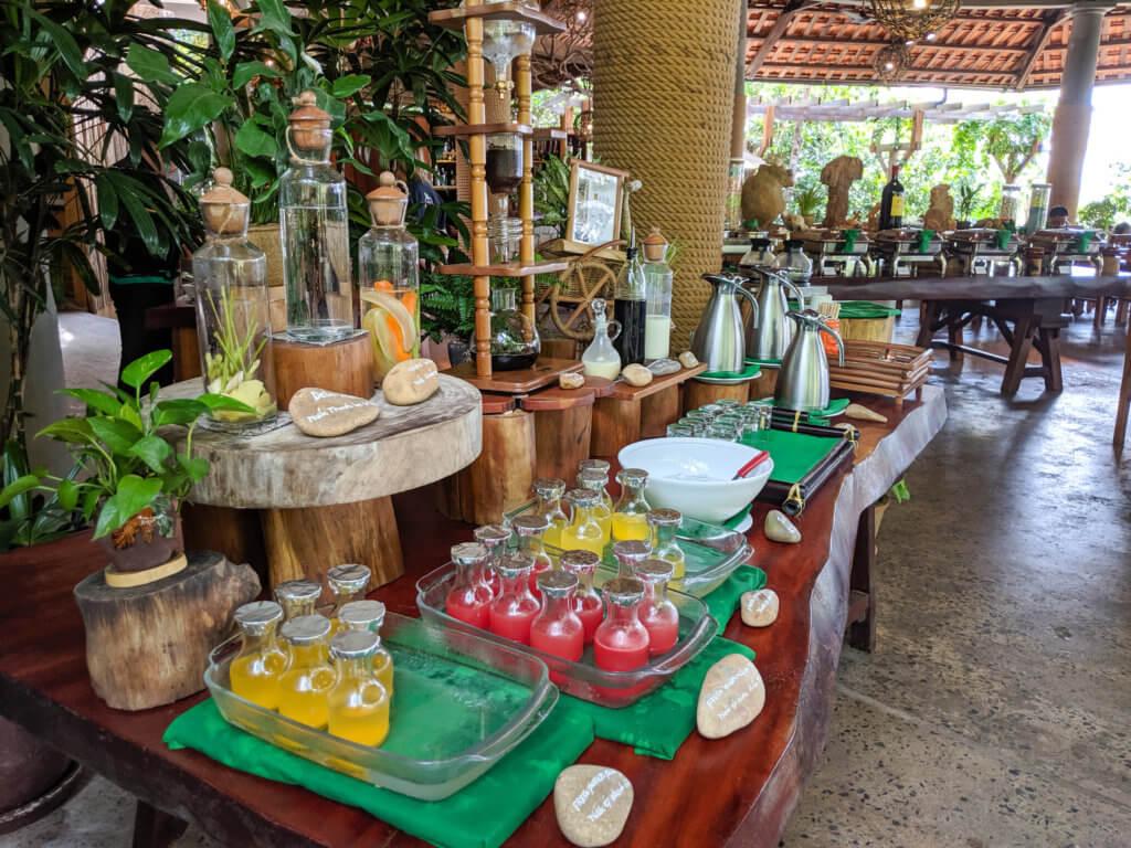 breakfast spread at Green Bay Resort