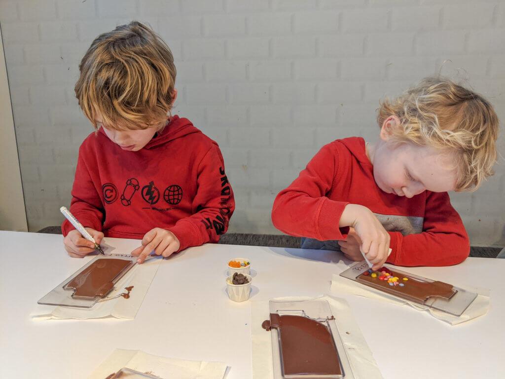 making chocolate bars at Chocoversum, Hamburg