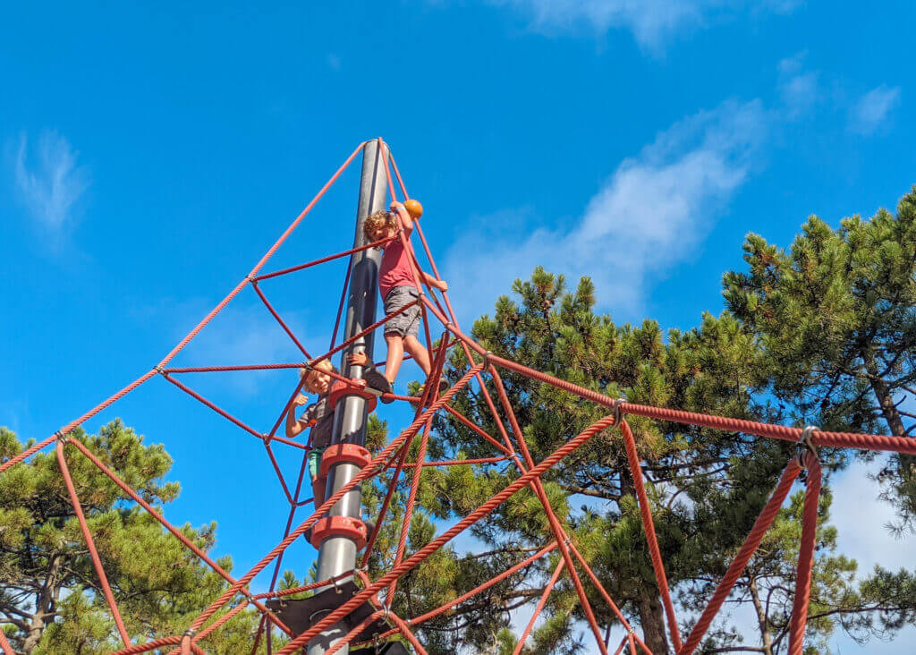 Cote d'Argent Camping climbing frame